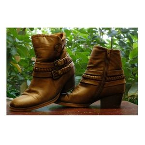 BareTraps Shoes - Brush Brown Winsom Zip-up Boots (6)